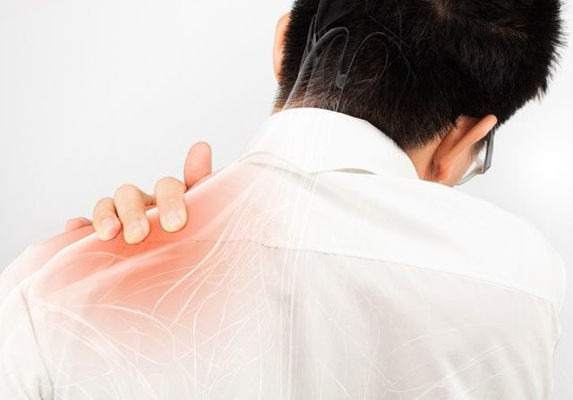 6-penyebab-dan-gejala-bahu-terasa-nyeri-kaku-mati-rasa_m_-640x447-1.jpg